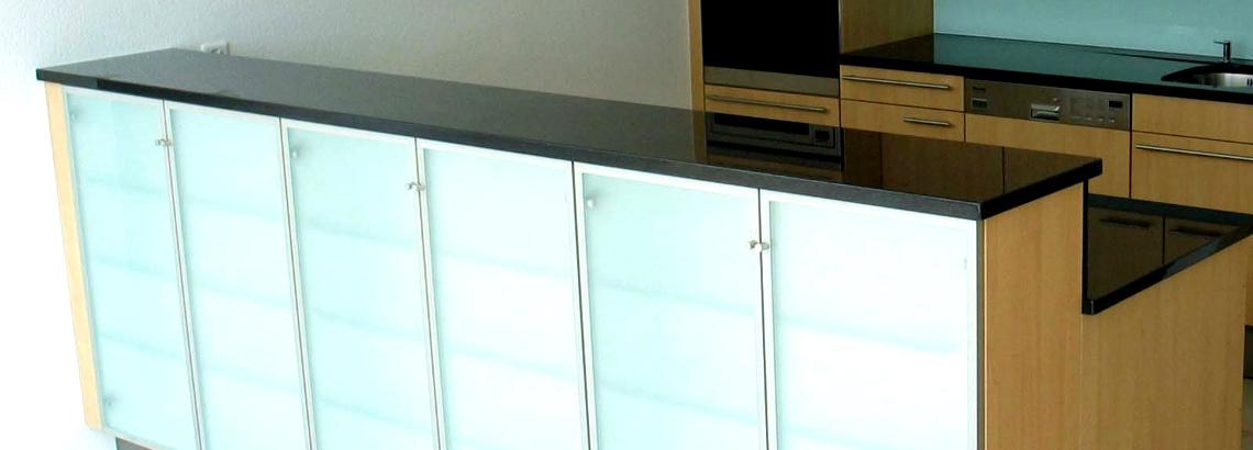 Küchenfront aus kratzfestem Glas