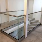 Glasgeländer mit Bodenprofil