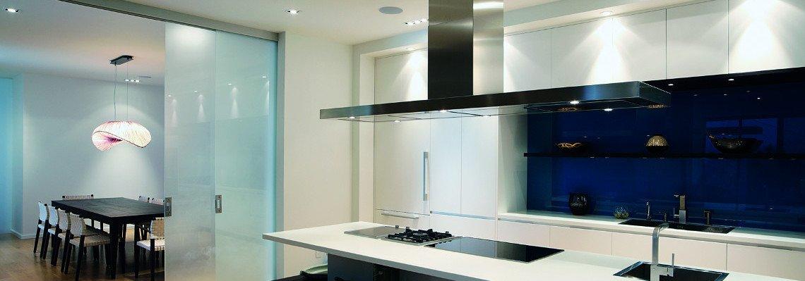 Küchenabdeckungen aus Glas und Glasrückwände