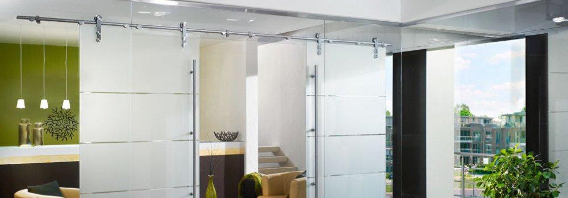 Glasschiebetür und Trennwand aus Glas