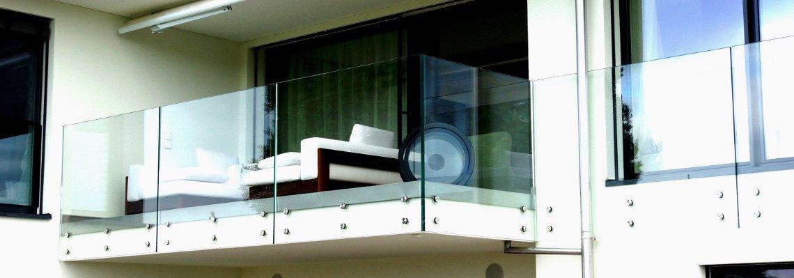 Balkonverglasung und Glasgeländer